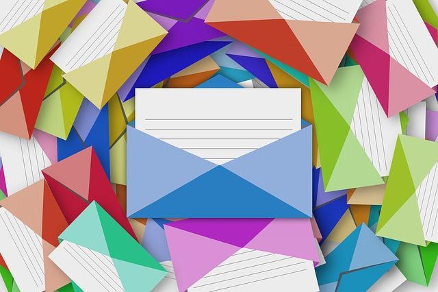 E-mailové adresy na vládu a poslance