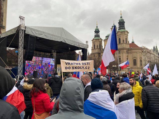 Demonstrace Vraťme děti do školy Otevřeme česko Chcípl PES 10.1.2021