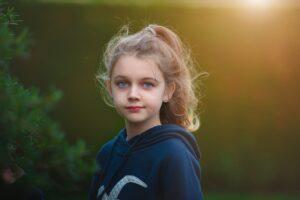 11letá žačka píše Babišovi a Plagovi: jsme z toho už zoufalí a být celý den sama doma je peklo!