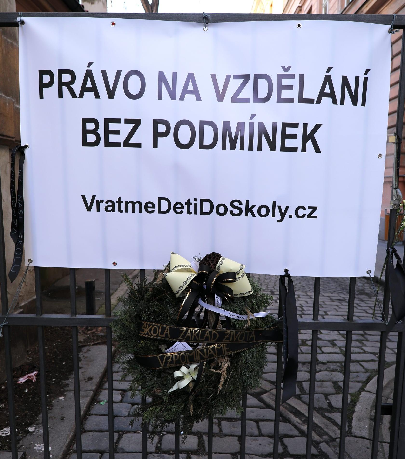 Smuteční akt za zavřené školy a za právo dětí na vzdělání, kroužky a sport - Praha 19.2.2021