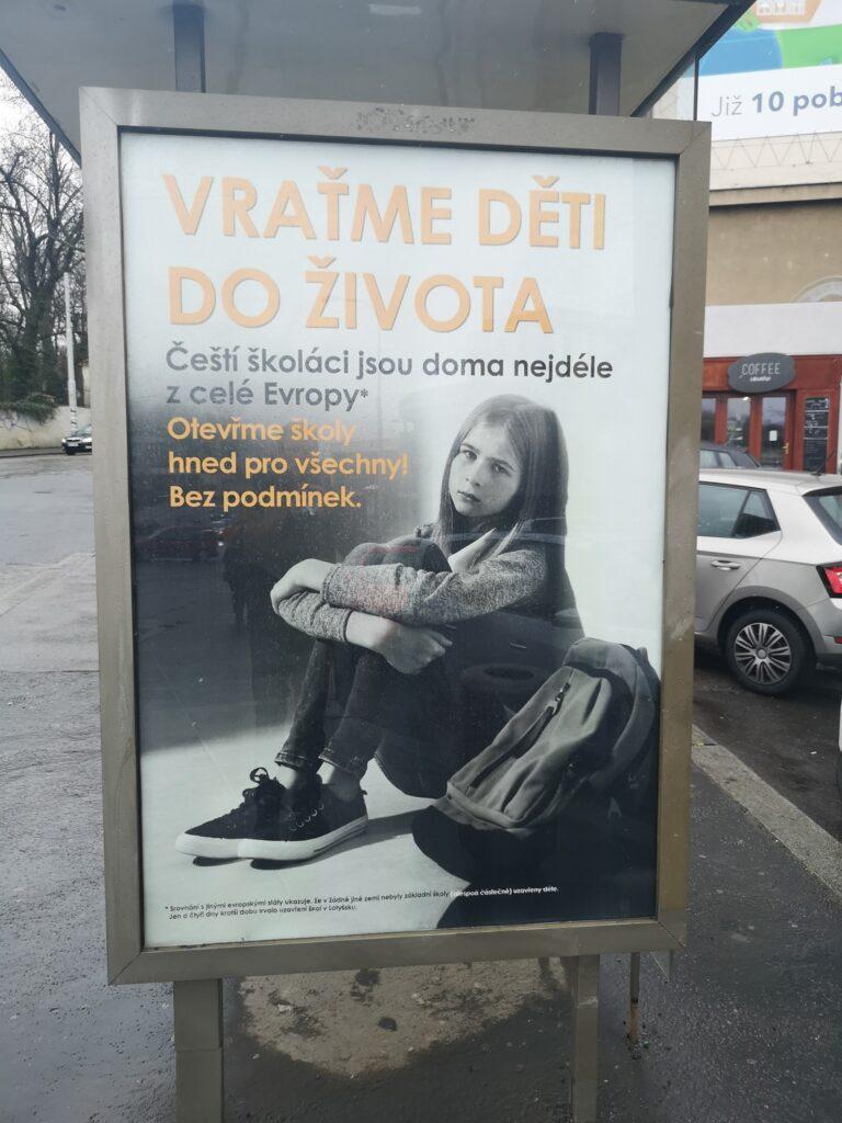 Vratme děti do života - plakáty po praze